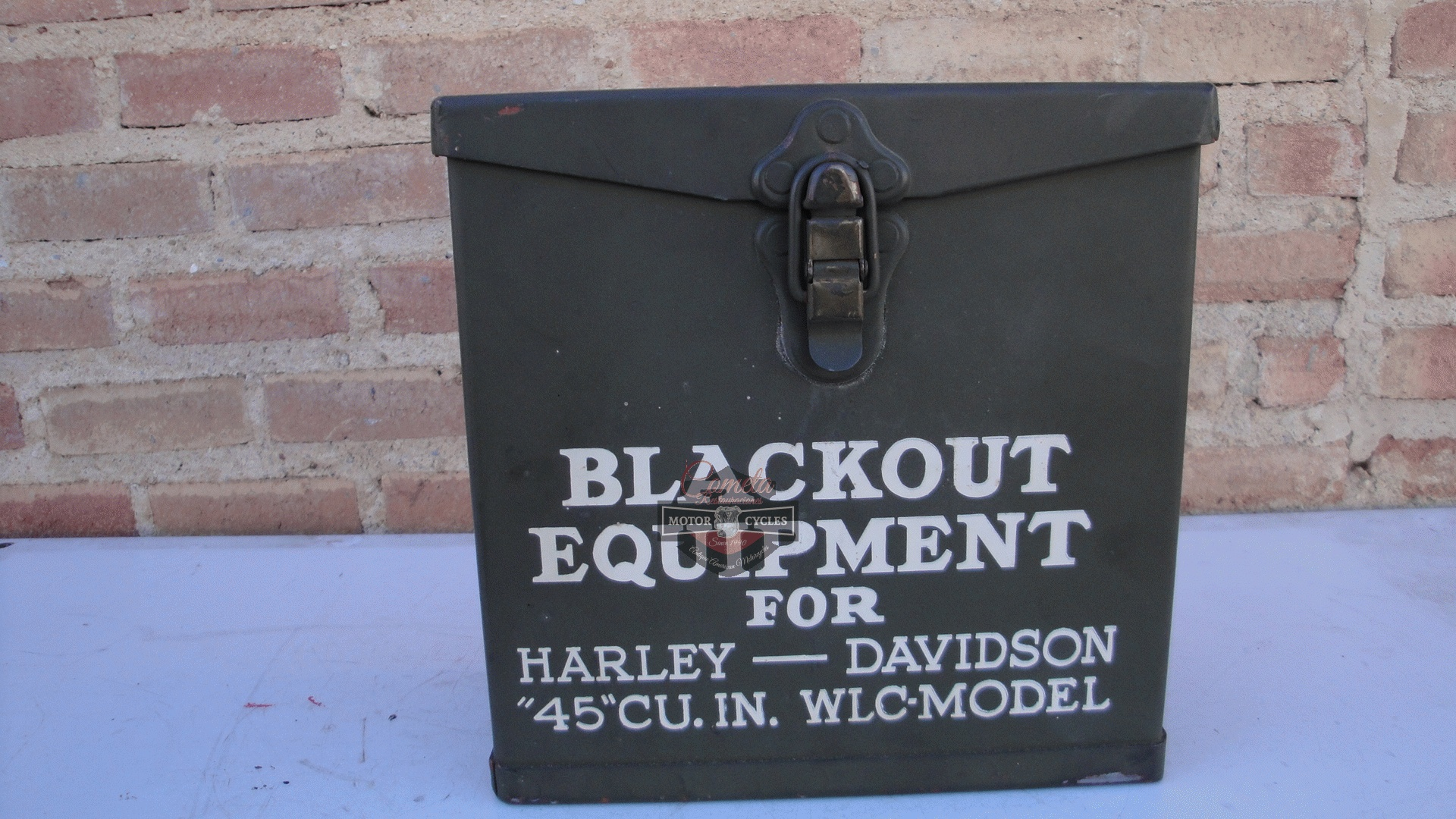 CAJA BLACKOUT EQUIPMENT FOR HARLEY DAVIDSON 45 CU.IN.  WLC MODEL ORIGINAL NUEVA DE LA EPOCA !
