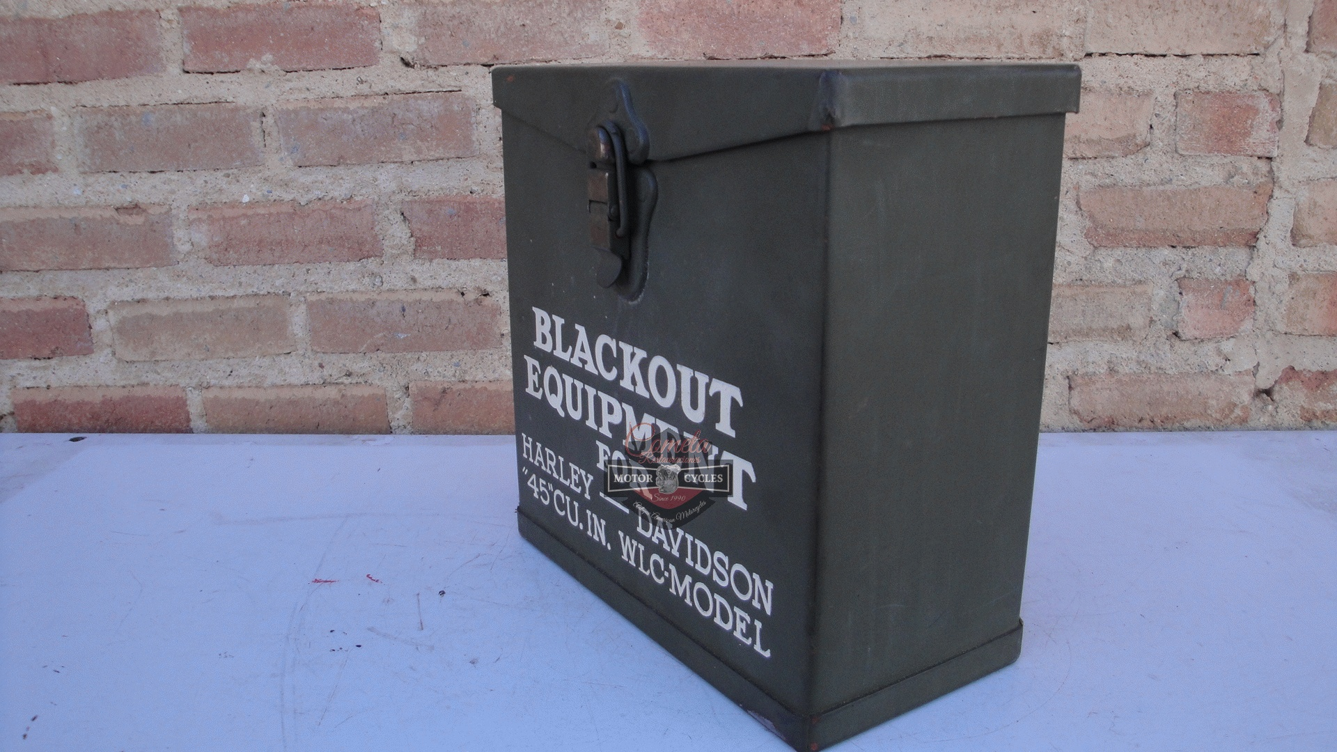 CAJA BLACKOUT EQUIPMENT FOR HARLEY DAVIDSON 45 CU.IN.  WLC MODEL ORIGINAL NUEVA DE LA EPOCA